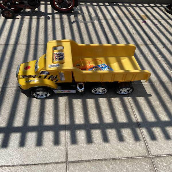 Día del niño tractores de plástico!