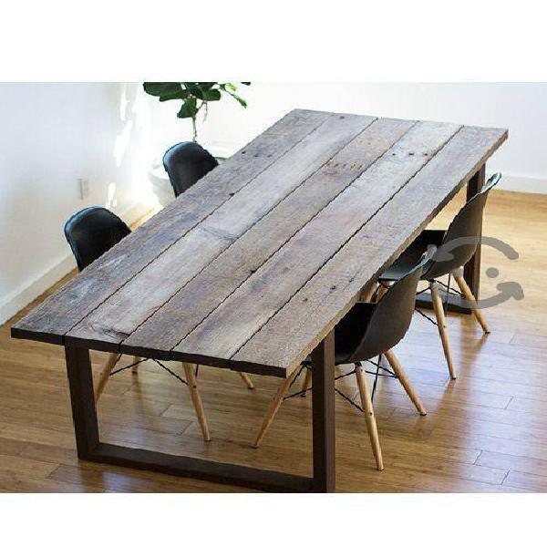 Mesa de madera estilo bohemio con metal