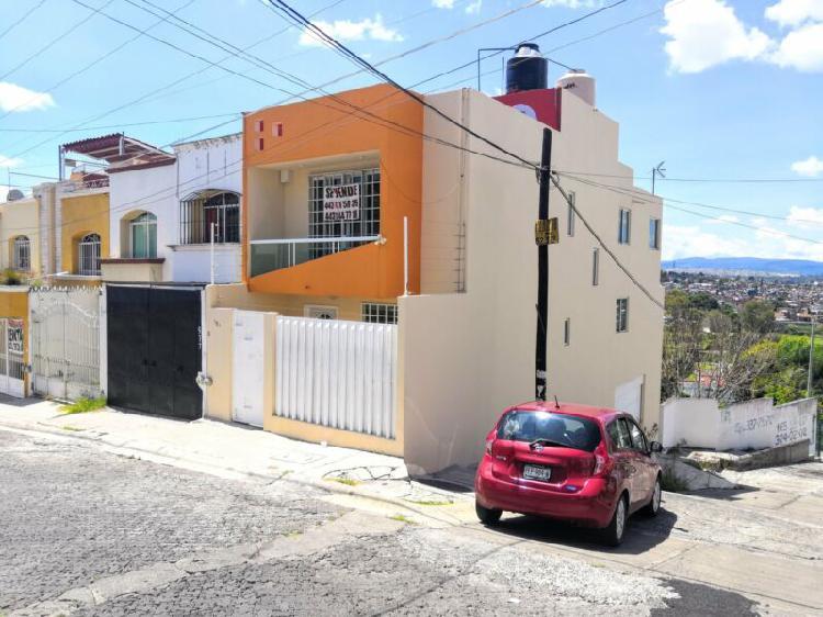 CASA EN VENTA EN CANTERAS DE MORELIA $1,295,000 EN ESQUINA