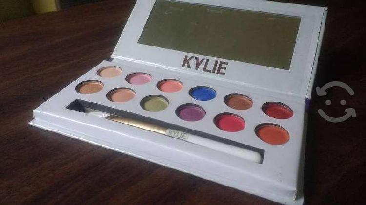 Conjunto de Sombras Kylie The Royal Peach Palette