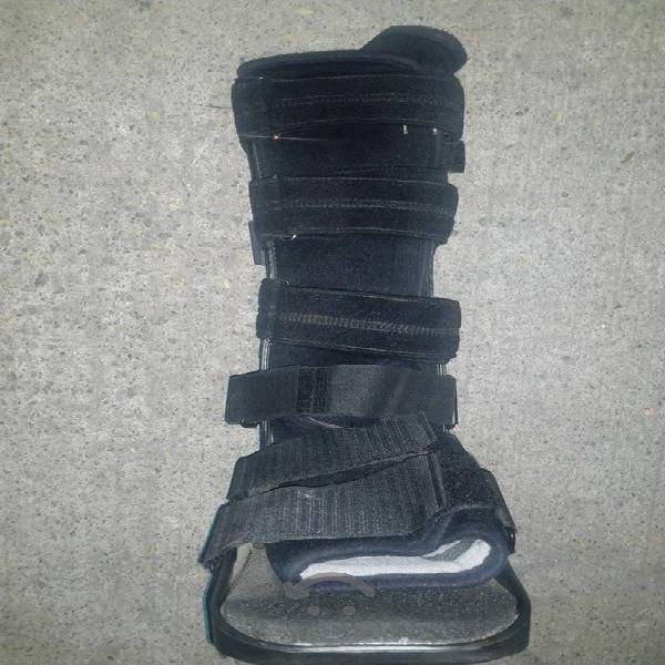 bota ortopedica walker talla mediana, larga