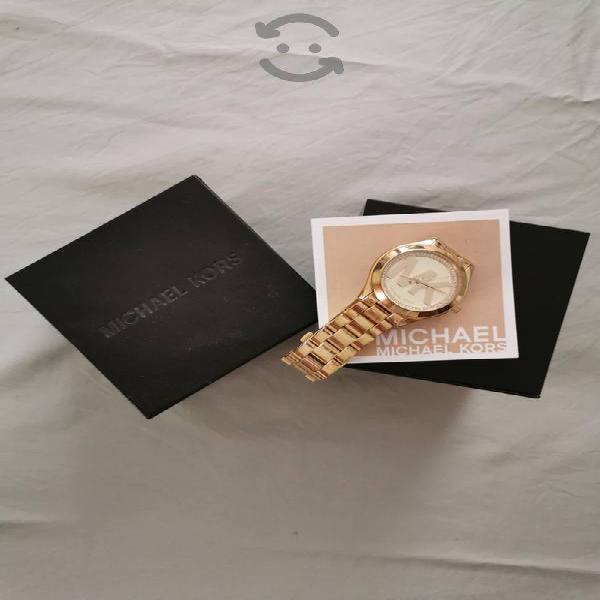 reloj hermoso y original en perfecto estado
