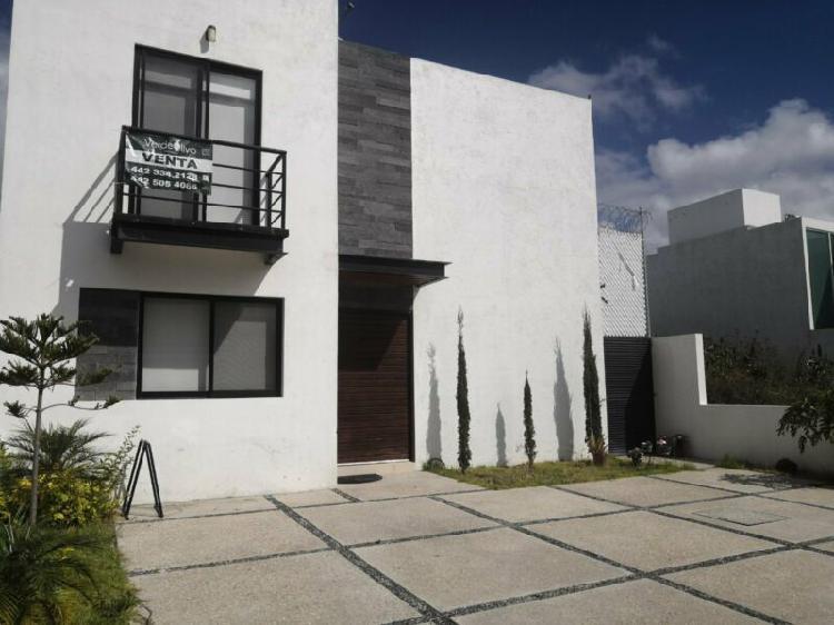 Casa de oportunidad en venta con amplio jardín en el