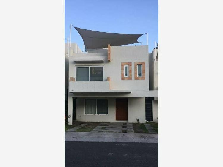 Casa en Venta Cumbres de Juriquilla con 4 recámaras y