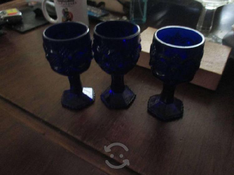 12 copas de vidrio en azul cobalto