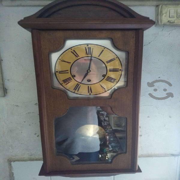 Antiguo reloj Beeser