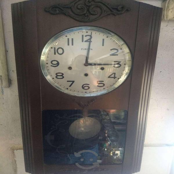 Antiguo reloj europa