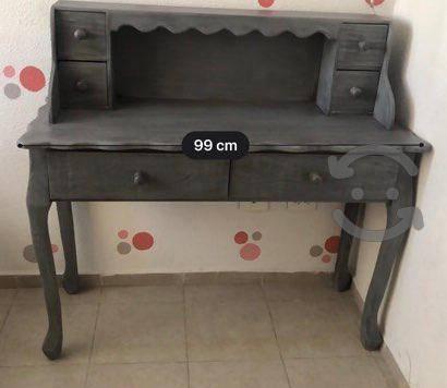 Cama individual y escritorio Vintage