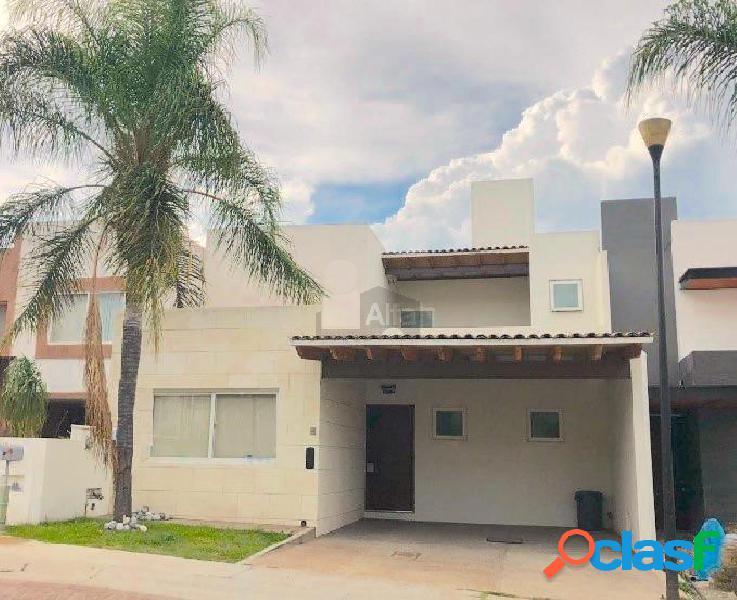 Casa en venta en Cumbres del lago Juriquilla con 4