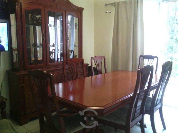 Comedor y Vitrina con 6 sillas