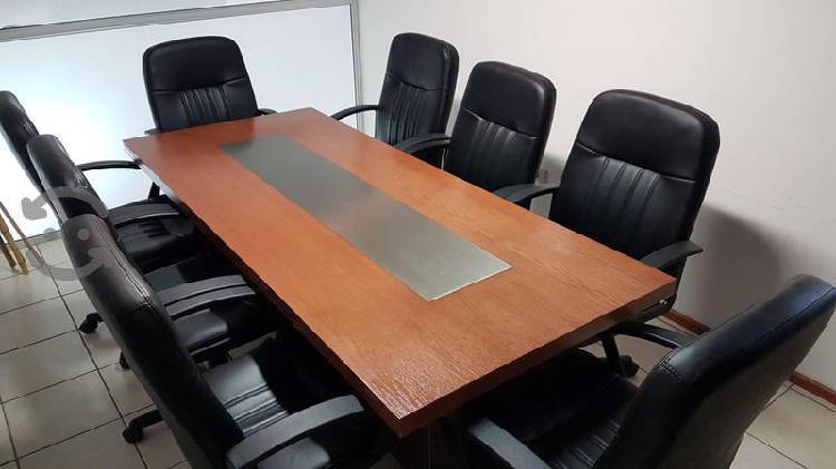 Mesa de madera con base metálica contemporanea