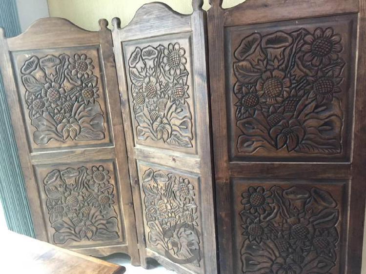 Paraban de madera tallada de 3 hojas. Bello