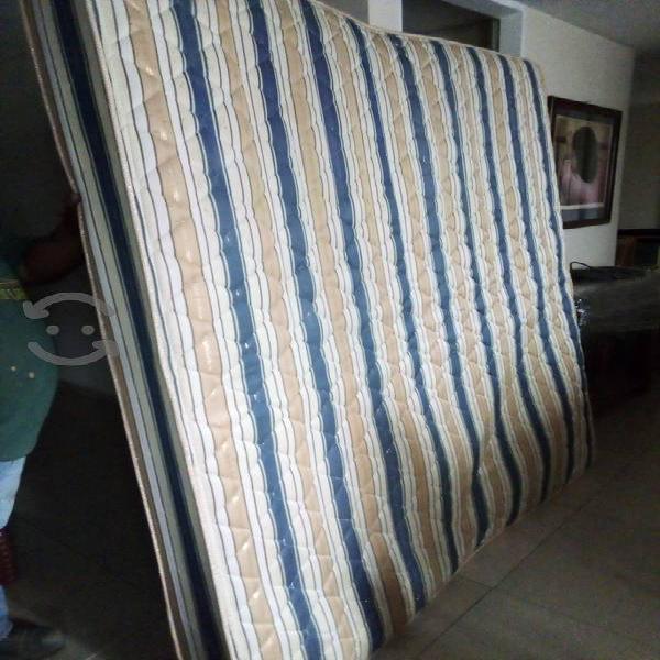 cama king size buenas condiciones con flete