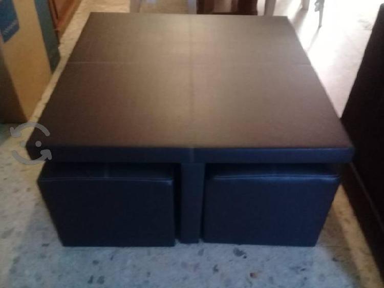 mesa de centro con 4 taburetes