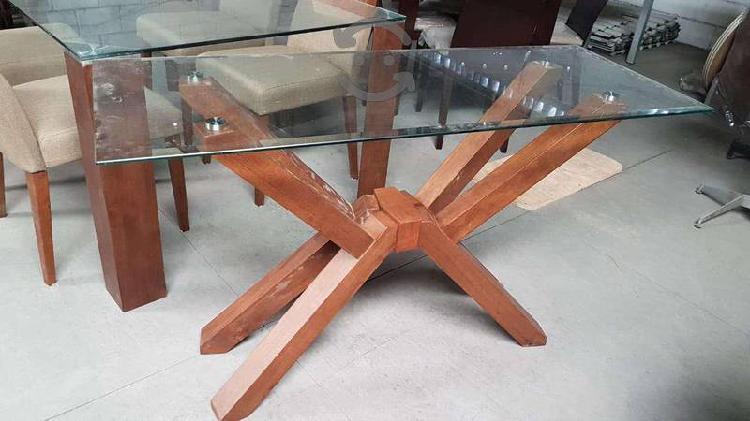 Bufetero con base de madera.
