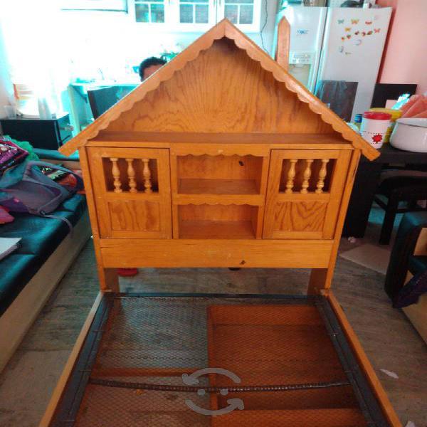 Cama de madera con cabezera forma de casita