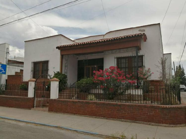 Casa en renta a una cuadra de la Quinta Gameros ideal para