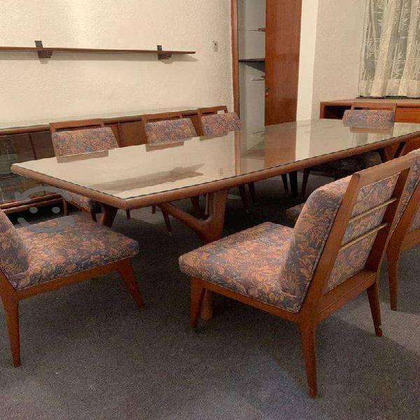 Comedor 8 sillas de madera con vitrina