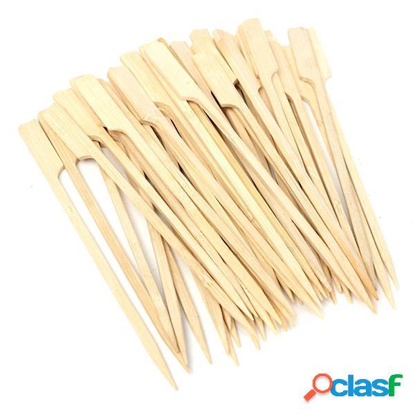 La parrilla de madera de los pinchos de bambú del Bbq de
