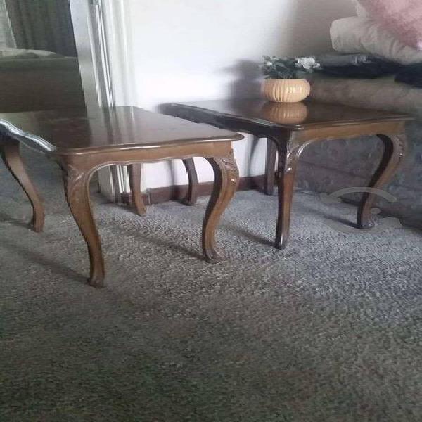 Par de mesas de madera