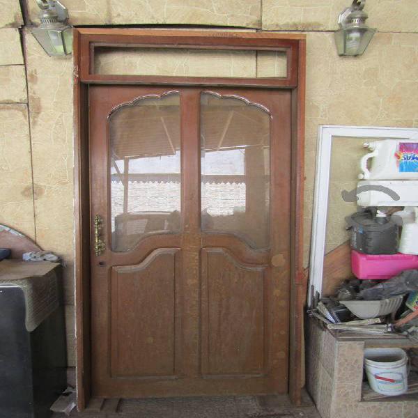 Puerta de caoba con vidrios biselados