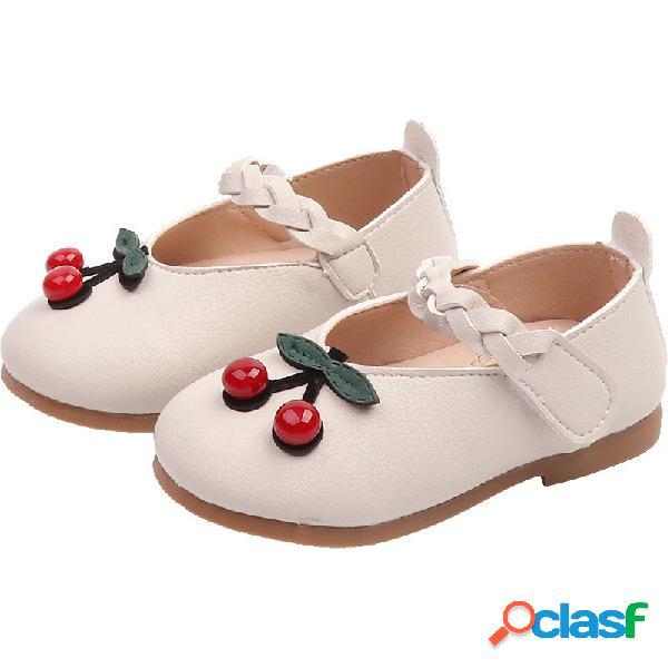 Zapatos planos preciosos para niños pequeños