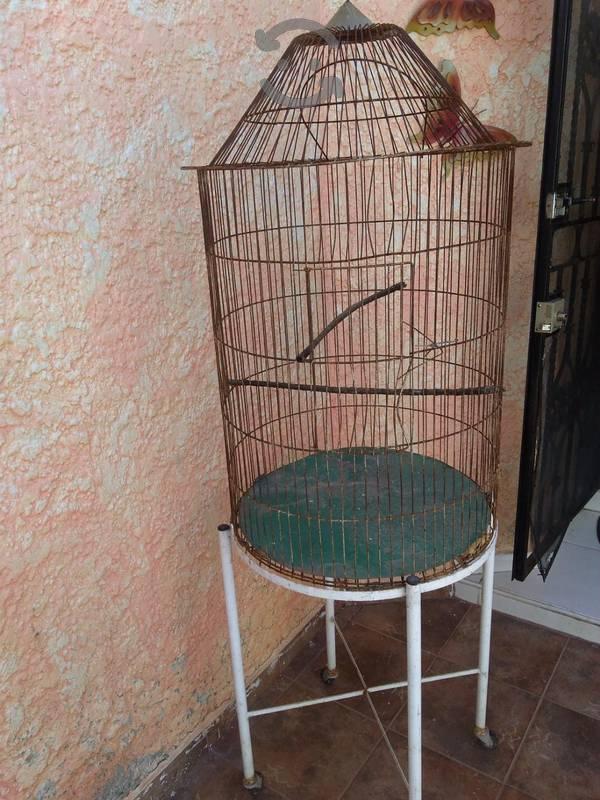 jaula grande para aves usada