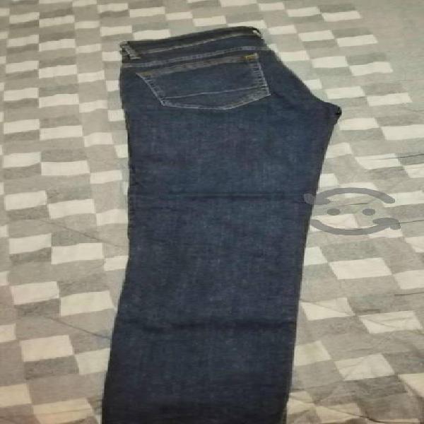 Pantalón entubado