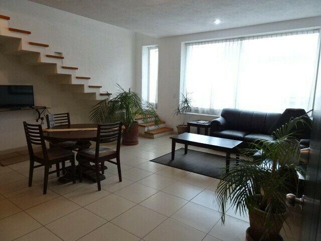 Renta DEPARTAMENTO de dos pisos AMUEBLADO, a cuatro cuadras