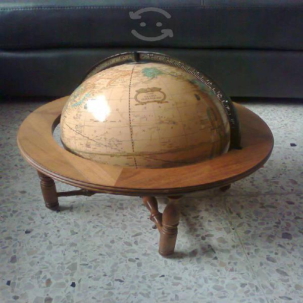 Antiguo Globo terráqueo con base de madera