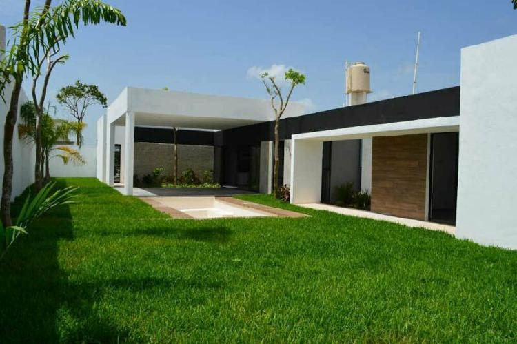 Casa en el Country Club de una sola planta y terraza techada