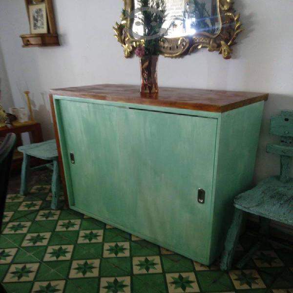 Mueble de madera muy bonito puertas corredisas