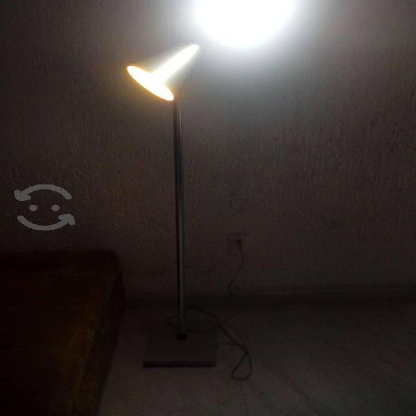 Se vende lampara de piso