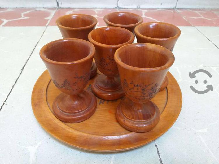 Set de seis copas de madera de caoba original.