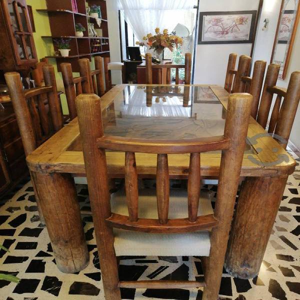 comedor de madera, con 8 sillas