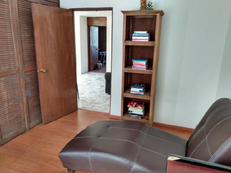 librero de madera sólida de 4 espacios