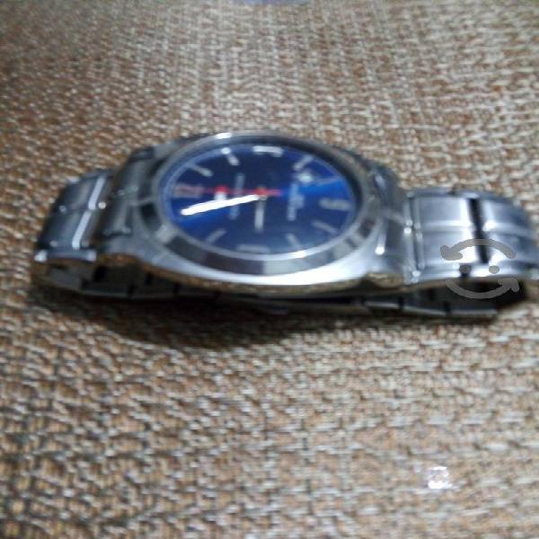 reloj de acero Tommy high