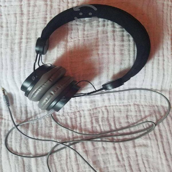 Audifonos sencillos practicamente nuevos
