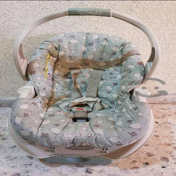 Porta bebé y asiento para carro usados