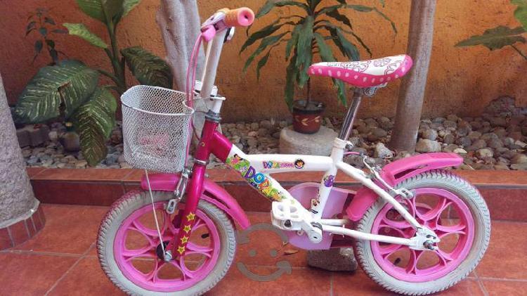 Se vende bicicleta y patin del diablo de niña