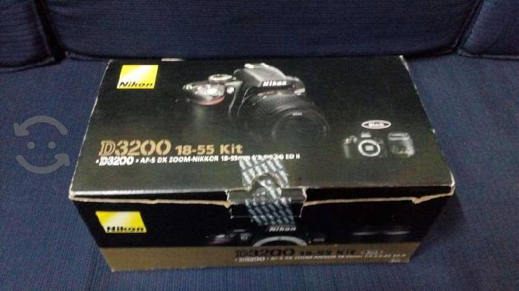 Cámara fotográfica Nikon D3200 como nueva, con tod