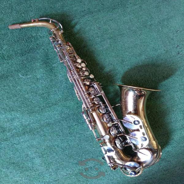 Saxofón Alto Armstrong 3000