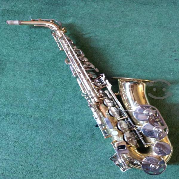 Saxofón Alto Majestic