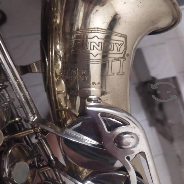 Saxofon alto marca BUNDY II