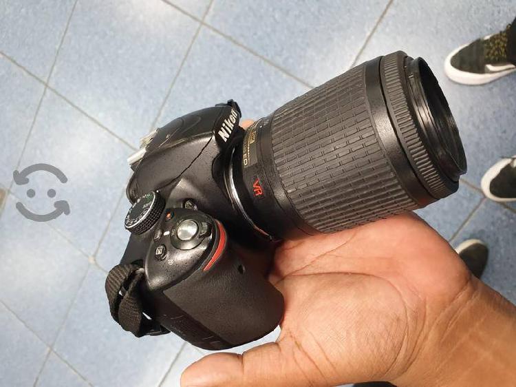 cámara Nikon d3200 con lente 55-200mm