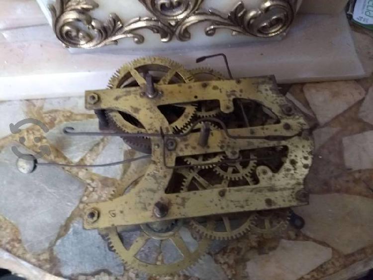 Antigua maquina de reloj ansonia
