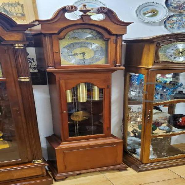 Antiguo reloj de la abuela colonial