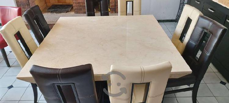 Comedor de mármol con credenza y 8 sillas