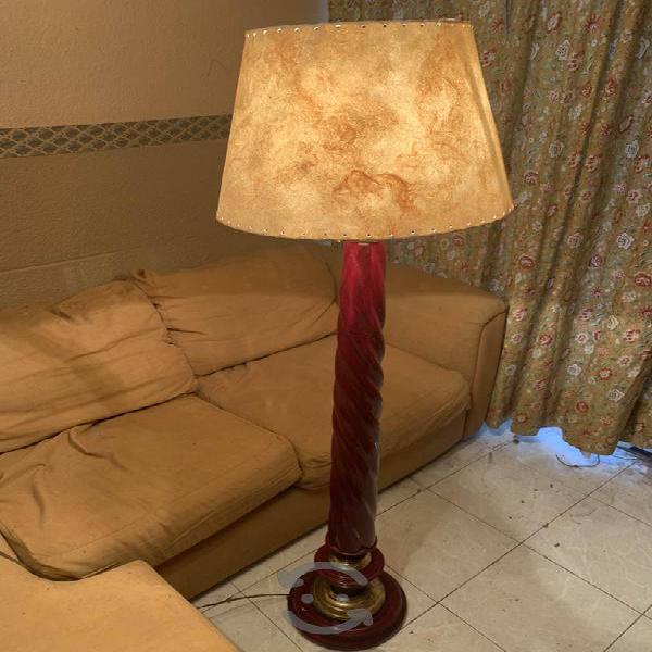Lámpara de piso - madera en tono cherry