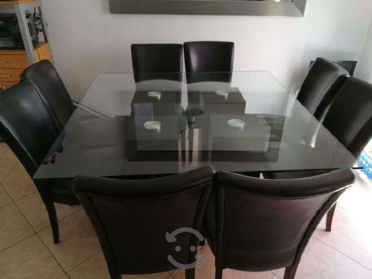 Mesa de comedor y sillas de regalo